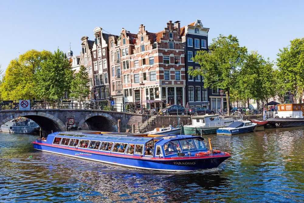 Amsterdam: Canal Cruise and Jewish Cultural Quarter Tickets