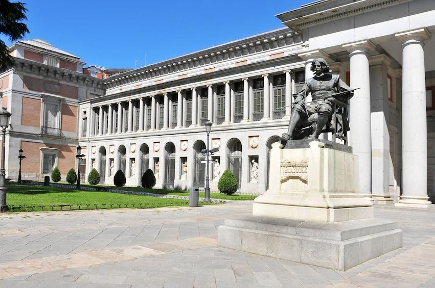 Foto 1 von 10 laden Museo del Prado in Madrid