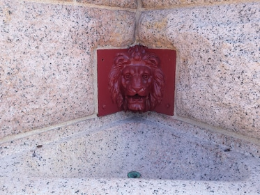 Red tile Lion fountain
