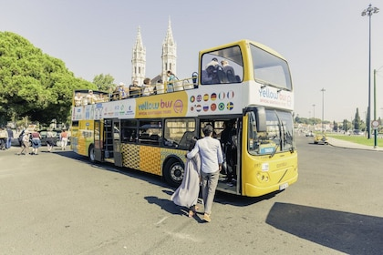 Guests getting on the hop on hop off bus in Lisbon