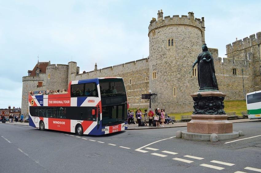 Double-decker bus in front of St George's Chapel, Windsor Castle