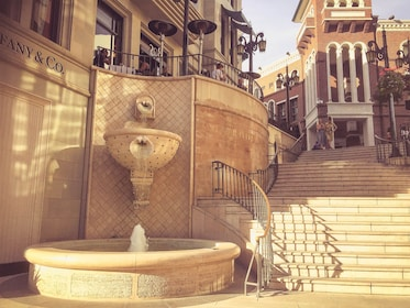 Fountain on Rodeo Drive in LA
