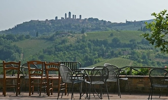 Small Group Tuscany Countryside & Wine Tasting from Livorno