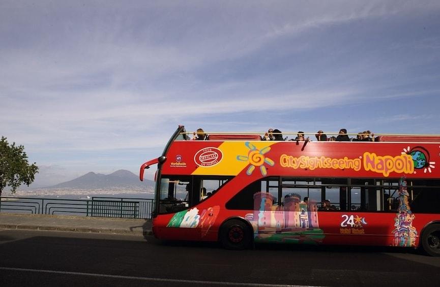Foto 4 van 10. City Sightseeing bus in Napoli