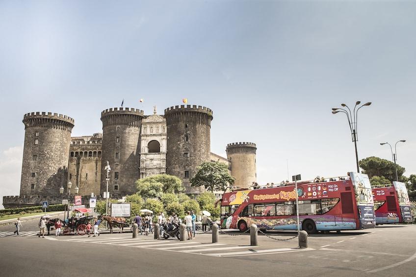 Charger l'élément 3 sur 10. City Sightseeing Naples Hop-on Hop-off