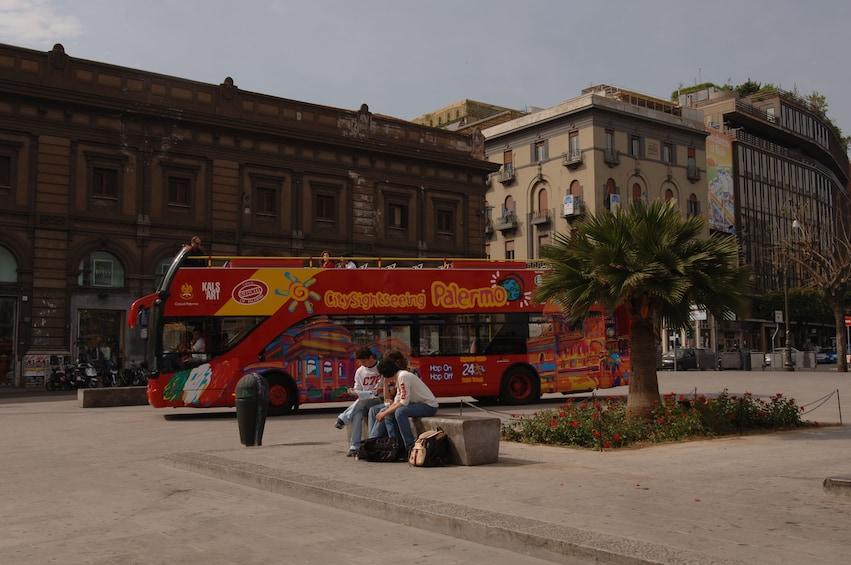 Foto 1 von 10 laden City Sightseeing Bus in Palermo