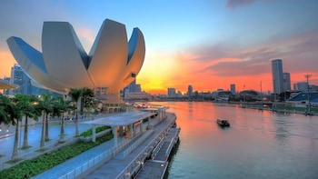 Singapore Group History & Culture Tour w River Cruise
