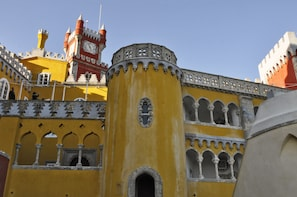 Small-Group Sintra Full Day Tour With Regaleira Palace