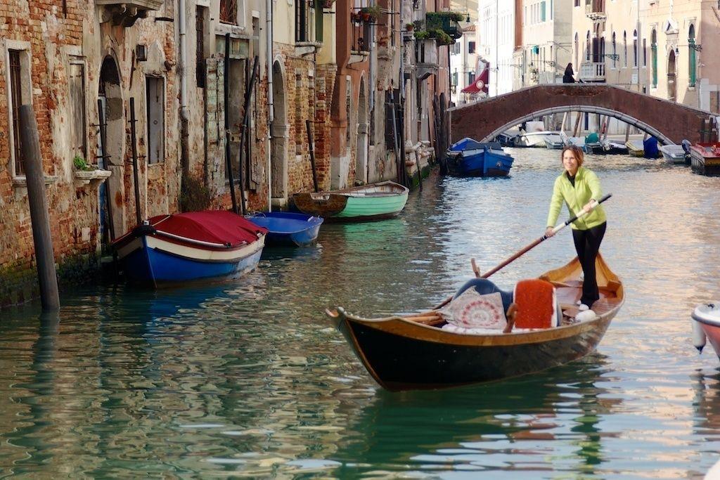 Venice: 1.5-Hour Authentic Gondola Rowing Lesson