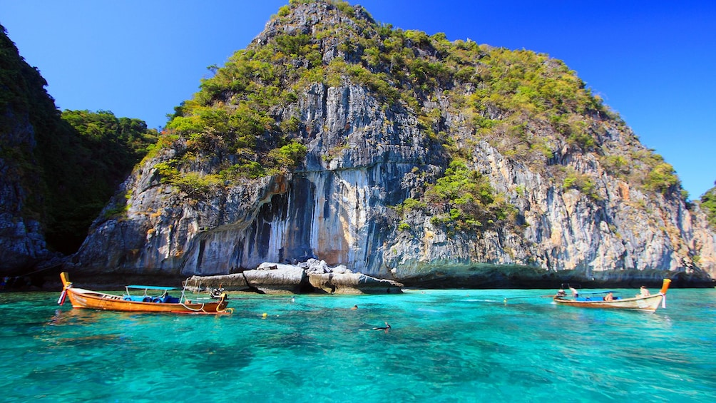 Foto 2 von 9 laden Koh Maiton & Koh Phi Phi by Speedboat with Dolphin Sighting
