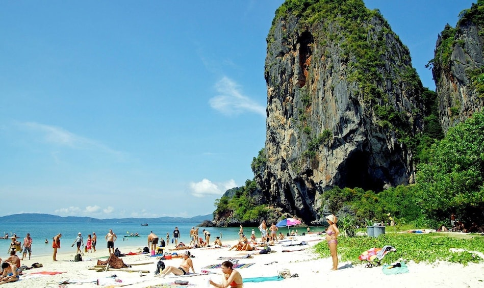 4 Island Tour by Traditional Big Longtail Boat from Krabi