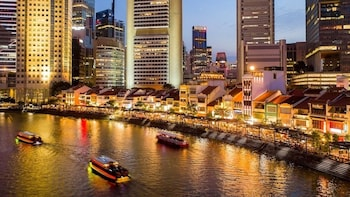 Singapore Private Night Tour - River Cruise + Hawker Dinner
