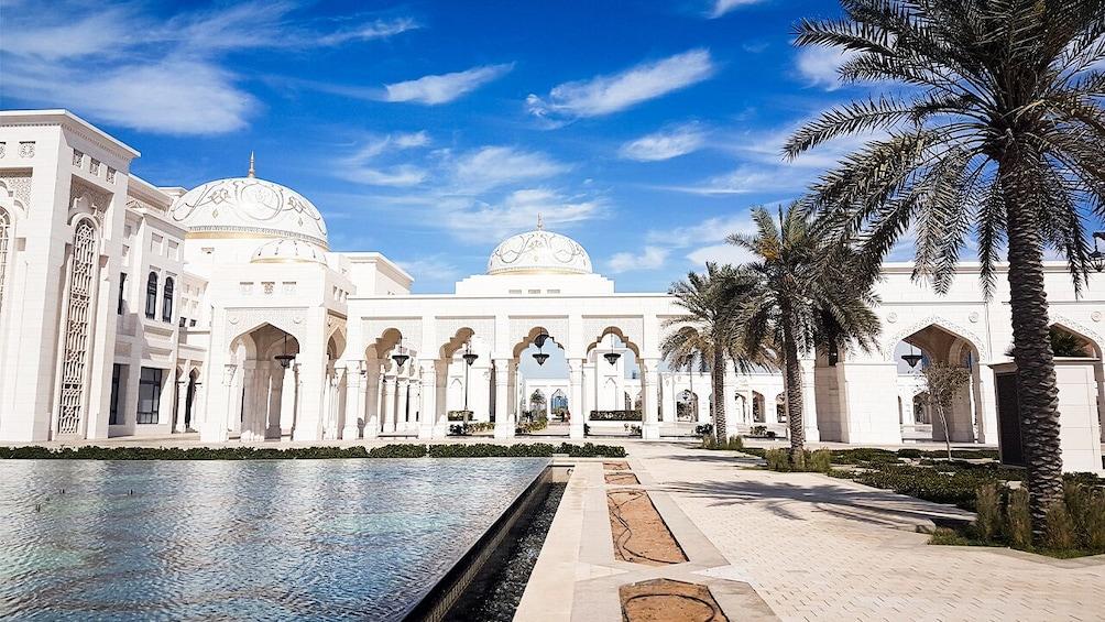 Foto 10 van 10. Abu Dhabi: Premium City Tour with Etihad Towers Ticket