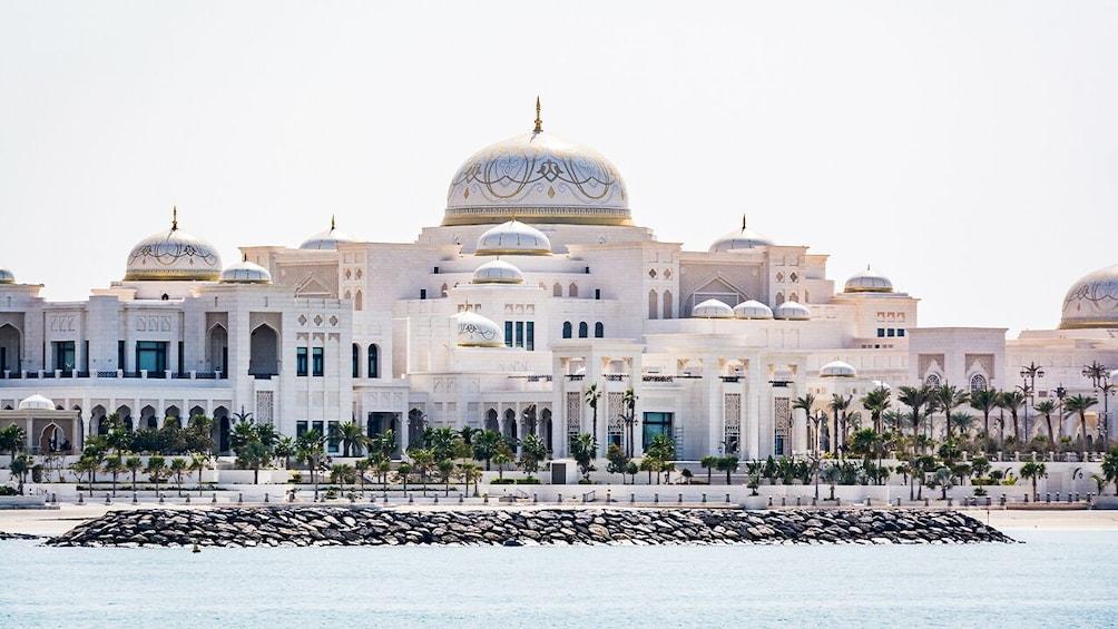 Foto 5 von 10 laden Abu Dhabi: Premium City Tour with Etihad Towers Ticket
