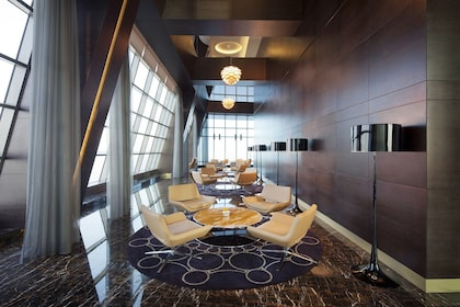 Jumeirah_at_Etihad_Towers_-_Observation_Deck_At_300_-_Interior.jpg