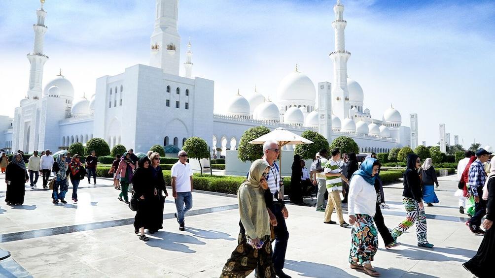 Foto 3 van 10. Abu Dhabi: Premium City Tour with Etihad Towers Ticket