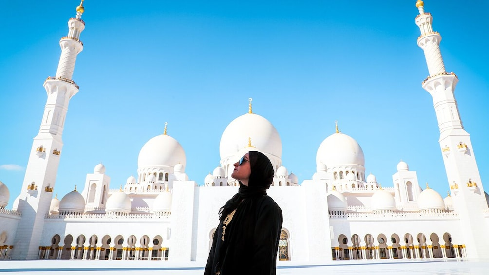 Foto 1 van 10. Abu Dhabi: Premium City Tour with Etihad Towers Ticket