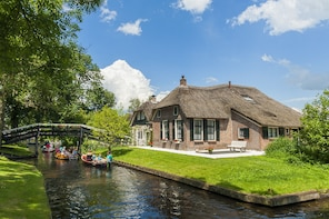Giethoorn Small Group Tour