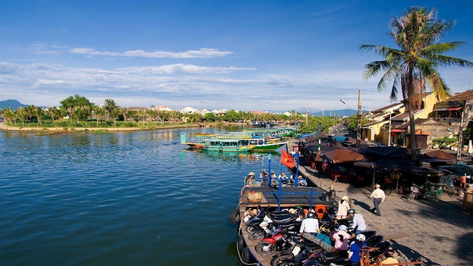 Boats docked on the Da Nang river