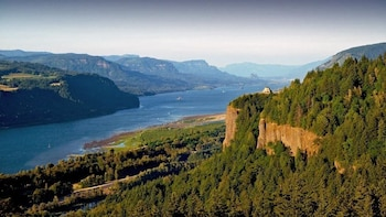 Private Group - Columbia Gorge Waterfalls & Wine Tour