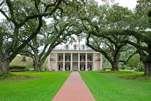 Guided Day Tour of Oak Alley Plantation