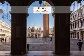 Fabulous Venice: Palazzo Ducale, Basilica, glass & gondola