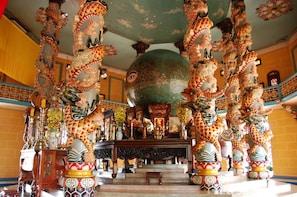 Private Cao Dai Temple – Cu Chi Tunnels Full-Day Tour