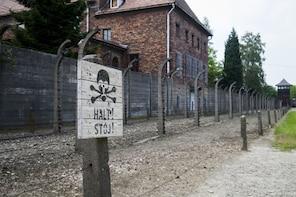 Geführte Tour durch Auschwitz-Birkenau mit privatem Transfer