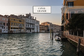Combo Tour: Charming Gondola Ride & Canal Grande Boat Tour