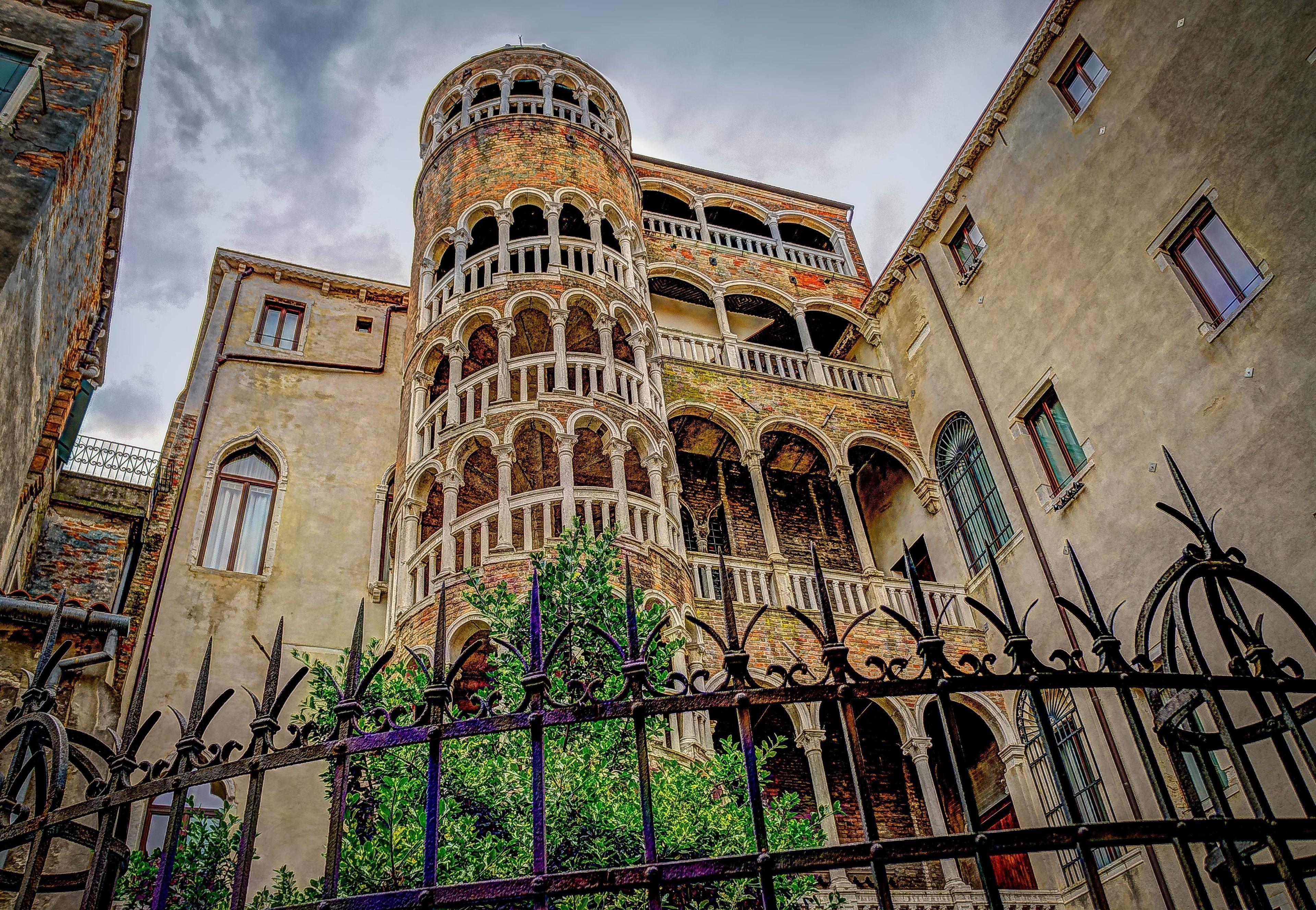 Gondola Ride & Discover Venice