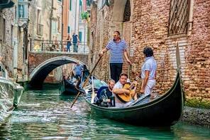 ¡Paseo en góndola compartida con serenata en Venecia!