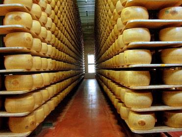 Parmigiano_reggiano_factory.jpg
