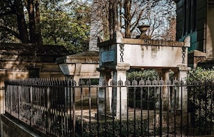 Pere Lachaise Cemetery PRIVATE with Expert Tour Guide