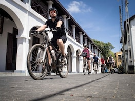 City & Fort Cycling Tour in Galle