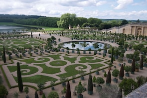 Versailles Palace & Gardens Half Day Tour with Skip-the-Line
