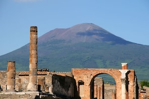 Skip-the-Line Pompeii, Positano & Amalfi Coast Small-Group Tour with Lunch