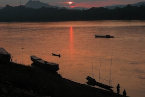 Mekong Sunset Cruise with Hmong Music & local picnic