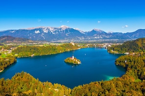 Day trip to Lake Bled and Bohinj - Beyond the Alpine lakes
