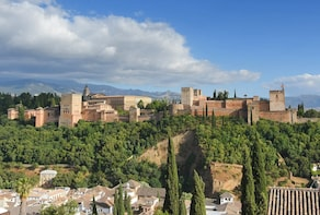 Alhambran kierros jonon ohi