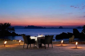 All-Inclusive Half Day Safari at Yala with Beach BBQ dinner
