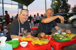 Private Street Food Tour and Dinner in Siem Reap