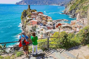 Cinque Terre Walking Tour with Food and Wine Tastings
