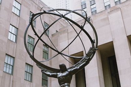 Atlas sculpture at Rockefeller Center in New York
