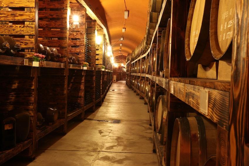 正在顯示第 1 張相片,共 10 張。 Warehouse full of barrels in South Korea