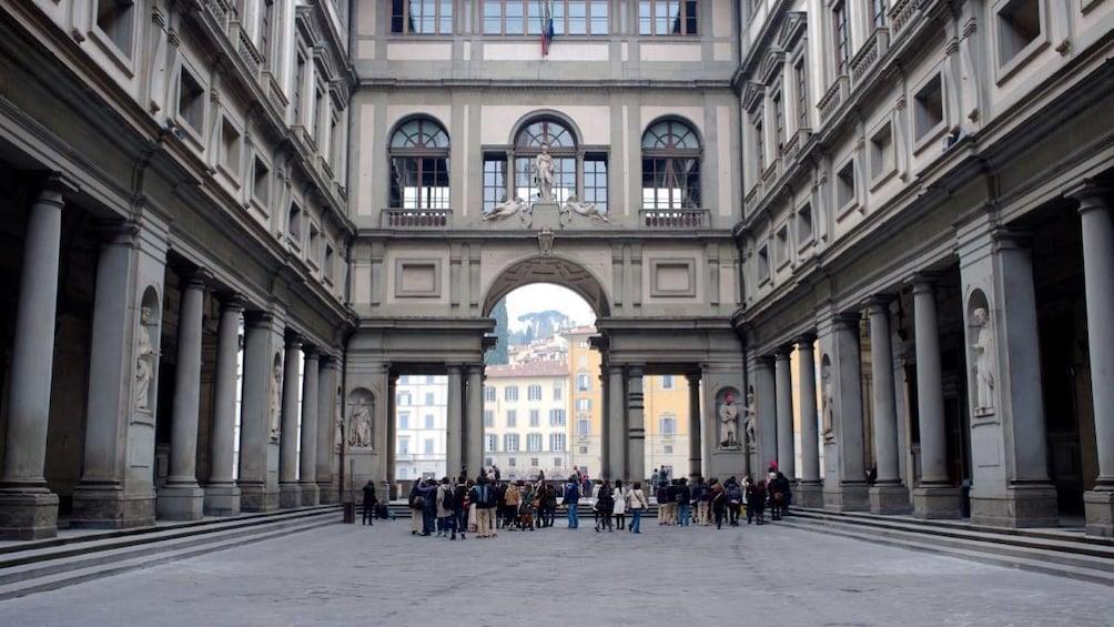正在顯示第 2 張相片,共 3 張。 Reserved Entance Tickets for Uffizi Gallery.