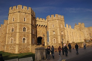 Extended Visit to Windsor Castle & Stonehenge with Lunch