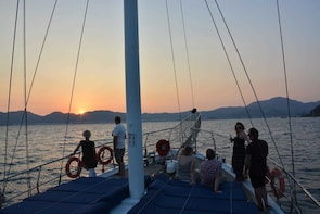 Sunset Gulet Cruise Dinner and Shopping from Marmaris