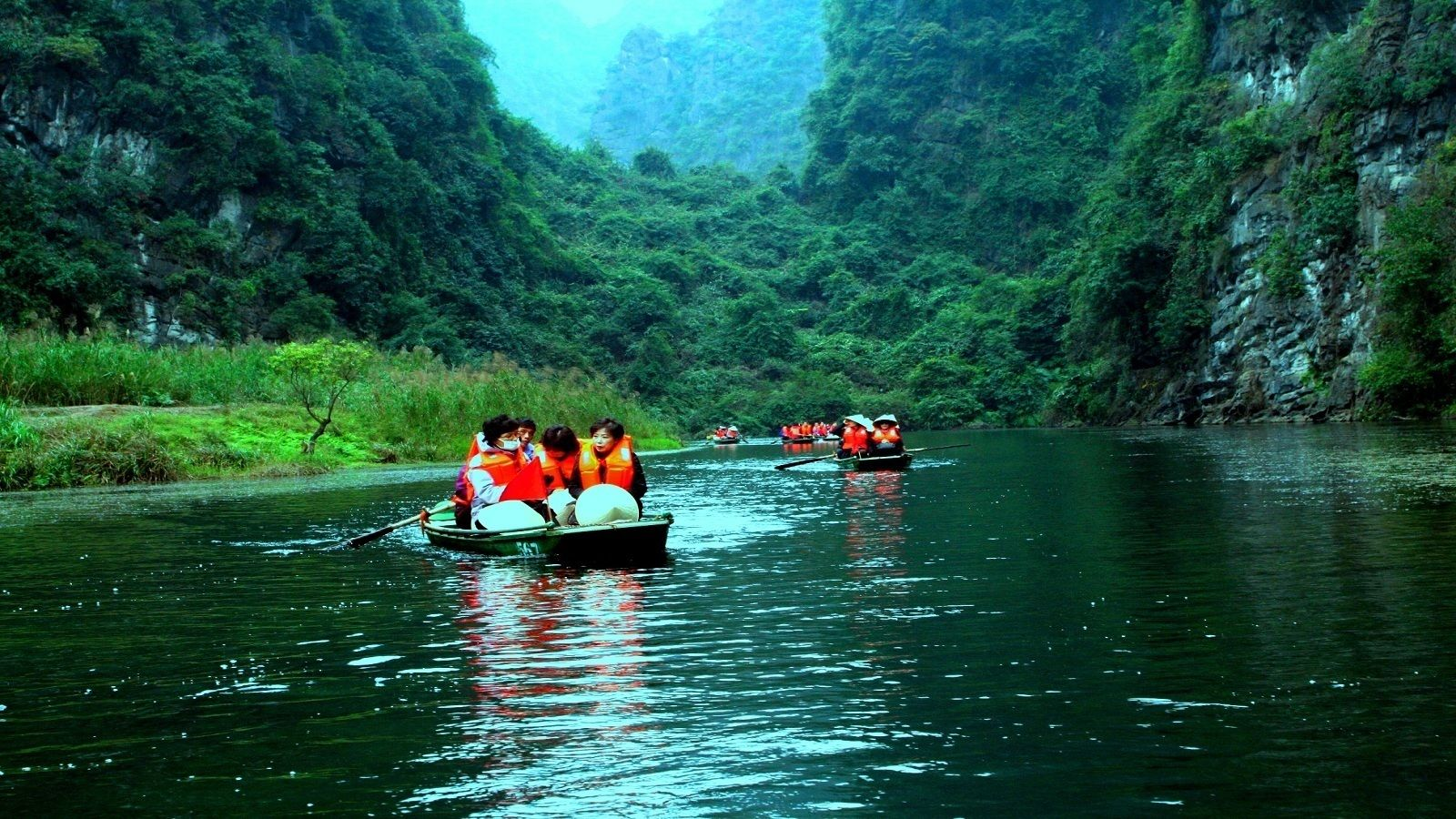 Boating group on a river near Ninh Binh