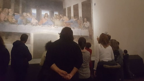 Tourists examining DaVinci's Last Supper