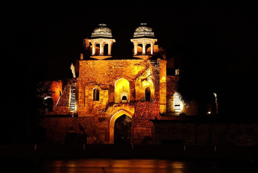 正在顯示第 1 張相片,共 6 張。 Old Fort in Delhi at night